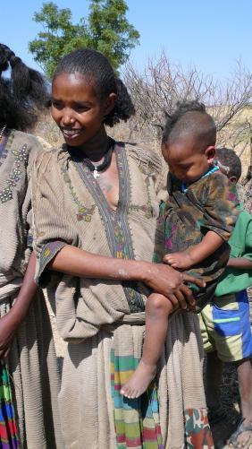 Femme et bébés - Tigray